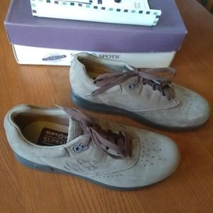 Soft Spots Supremes Suede Lace Up Shoes NWT